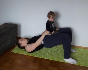 äiti treenaa